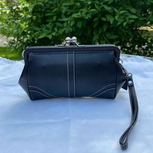 COACH RARE - Kisslock Frame Black Leather Wristlet